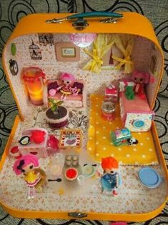 Old suite case to dollhouse