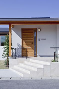 根強い人気の平屋。 精神性の近い和と北欧の文化を融合させるというテーマで、一般住宅を建築。 現実味のある間取りやデザインにより、より実生活に近い形で提案しました。 郊外の一戸建てである程度の土地面積があれば、将来的に見ても平屋の家造りは合理的だといえます。