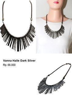 Shvana Kalung Vanna Halle Dark Silver - Model : Kalung terbuat dari logam dengan model simpleBahan : Resin, AlloyPanjang Kalung   58 x 66 CmLebar Kalung 13 Cm