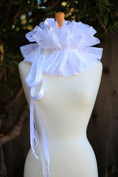 White Lace Collar - Fashion Neck Ruff for Burlesque or Elizabethan Costume