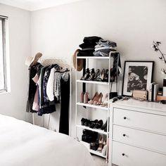 16 Furniture Ideas for A Super Cozy Bedroom https://www.futuristarchitecture.com/31890-super-cozy-bedroom.html