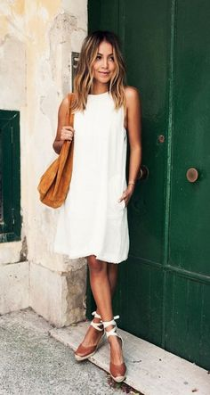 2c9af104fd2cf9 Simple White Shift Dress Worn With Tan Slouchy Bag