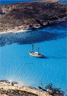 Blue Lagoon, Malte. http://www.lonelyplanet.fr/article/voyage-malte-10-experiences-incontournables #Bluelagoon #Malte #voyage