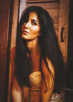 Looks that could kill! Katrina Kaif mesmerizes in this new picture Katrina Kaif Hot Pics, Katrina Kaif Photo, Bollywood Actress Hot Photos, Bollywood Actors, Bollywood Celebrities, Dating Girls, Girls With Glasses, Indian Celebrities, Blonde Highlights