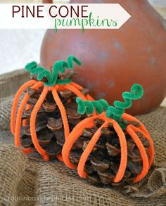 Easy Pine Cone Pumpkin Craft for Kids #Halloween #Fall #pinecones
