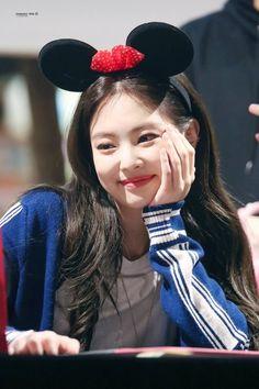 Kpop Girl Groups, Korean Girl Groups, Kpop Girls, Divas, Blackpink Jennie, Blackpink Members, Blackpink Photos, Blackpink Fashion, Blackpink Jisoo