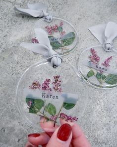 Timestamps DIY night light DIY colorful garland Cool epoxy resin projects Creative and easy crafts Plastic straw reusing ------. Diy Resin Art, Diy Resin Crafts, Diy Crafts To Sell, Diy Crafts For Kids, How To Preserve Flowers, Deco Table, Wedding Paper, Diy Wedding, Copics