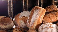 Grovbrød fra Bakeriet i Lom - Oppskrift fra TINE Kjøkken Norwegian Food, Norwegian Recipes, Savoury Baking, Bread Bun, Our Daily Bread, Granola, Baked Goods, Bread Recipes, Sandwiches