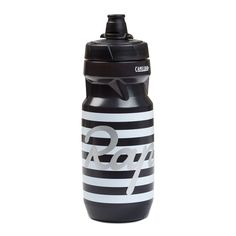 Bidons with an ergonomic grip, self-sealing nozzle, and an anti-bacterial treatment. Made from taste-free and BPA free plastic. Cycling Outfit, Cycling Clothing, Water Bottle Design, Carbon Fiber, Gears, Bicycle, Stainless Steel, Bike Stuff, Clothes