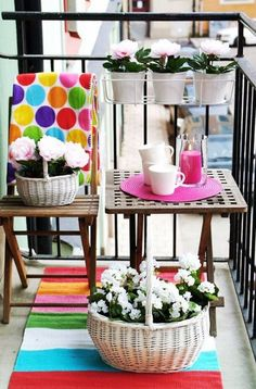 dekorationsidee terrasse-textilien getupft bunt-teppich