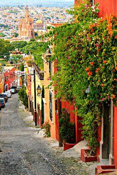 San Miguel de Allende street view by davecurry8, via Flickr