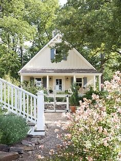 My dream house! Oh what I wouldn't give to have a tiny little southern cottage! Little Cottages, Small Cottages, Cabins And Cottages, Beach Cottages, Little Houses, Country Cottages, Style Cottage, Cute Cottage, Cottage Living