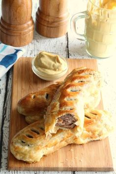 Here is a fun and authentic Saint Patrick's Day appetizer. In Ireland, sausage rolls are very popular. They are served at pubs, parties, and can even be purchased ready-made at bakeries. Scottish Recipes, Irish Recipes, Pork Recipes, Cooking Recipes, Irish Desserts, Irish Appetizers, Irish Meals, Asian Desserts, Recipes