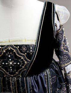 Epic Replicas - Products - Costumes - Vanozza Dress