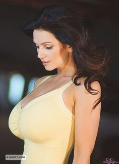 데니스 밀라니(Denise Milani) - My Yellow Dress
