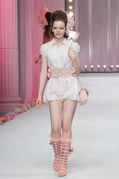 I hope I could get the name of the designer for this collection. Please tell me if anyone of you knows his/her name. Thanks!