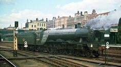 60107 Royal Lancer light at Kings Cross Diesel Locomotive, Steam Locomotive, Steam Trains Uk, Railroad Pictures, Steam Railway, Abandoned Train, Train Pictures, Electric Train, British Rail