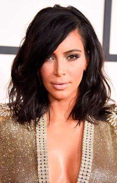 Inspiração de messy hair curto da kim kardashian em 2015.