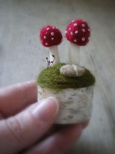 amanita - Felted Mushrooms – on top of a birch or aspen branch! Felted Wool Crafts, Felt Crafts, Diy Crafts, Needle Felted Animals, Felt Animals, Wet Felting, Needle Felting, Felt Mushroom, Waldorf Crafts