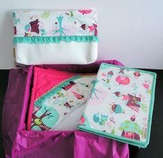 Kit de regalo colección Petra de Boncoquét. Contiene Capa de baño, portadocumentos y neceser. www.facebook.com/boncoquet