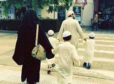 Image uploaded by Muslimah ♡. Find images and videos about couple, sweet and family on We Heart It - the app to get lost in what you love. Cute Muslim Couples, Cute Couples Goals, Hijabi Girl, Girl Hijab, Muslim Photos, Muslim Couple Photography, Niqab Fashion, Muslim Family, Arab Girls Hijab