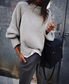 what to wear with grey pants Fashion Mode, Look Fashion, Womens Fashion, Lifestyle Fashion, Trendy Fashion, Luxury Fashion, Outfit Pinterest, Pinterest Fashion, Pinterest Pinterest
