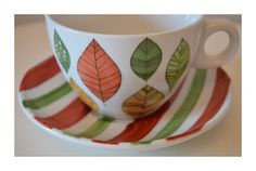 Hand Painted Mugs, Hand Painted Pottery, Pottery Painting, Ceramic Painting, Ceramic Plates, Porcelain Ceramics, Ceramic Pottery, China Clay, Plate Art