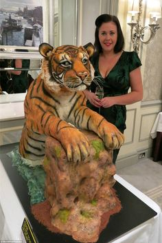 The tiger who came to tea: Zoe Fox, from Leicestershire, took 300 hours to make her big cat with ganache covered in fondant Gorgeous Cakes, Pretty Cakes, Amazing Cakes, Crazy Cakes, Fancy Cakes, Unique Cakes, Creative Cakes, Cupcakes, Cupcake Cakes