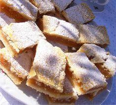 Almás béles. Ez mennyei! - Blikk Rúzs Hungarian Desserts, Hungarian Recipes, Sweet Desserts, No Bake Desserts, Dessert Recipes, Bakery Recipes, Cooking Recipes, Baking Muffins, Christmas Baking