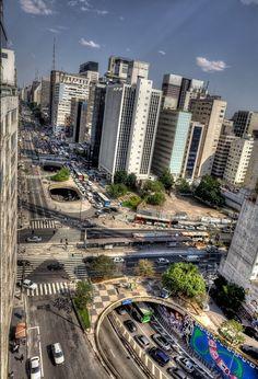 Confluência da avenida Paulista com a rua da Consolação.