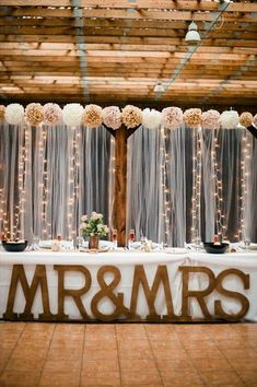 giant wooden letters for wedding #countryweddingdecorations