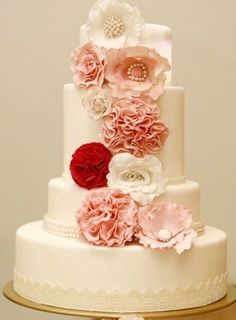 Beautiful wedding cake flowers decoration | Project by sweetcherry http://www.bridestory.com/sweetcherry/projects/sweetcherry
