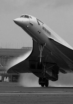 British Airways Concorde, cool while they lasted. Sud Aviation, Civil Aviation, Concorde, Photo Avion, Airplane Photography, Passenger Aircraft, Commercial Aircraft, British Airways, Air France