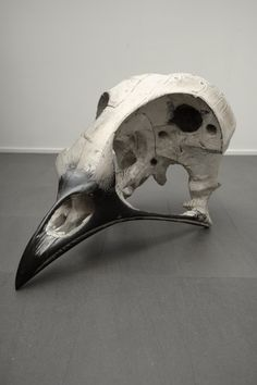 Quentin Garel - Skull of bird - 2010 - Polychrome wood - 68 x 120 x 68 cm - Unique work