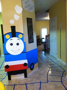 Thomas the Train party decoration idea.