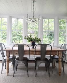 A modern farmhouse dining room might just be the dining room design of your dreams. A farmhouse dining room is a gorgeous dining room design that has a very bright tone. Dining Room Design, Dining Room Furniture, Dining Room Table, Dining Rooms, Dining Area, Ikea Dining, Furniture Design, Brown Furniture, Small Dining