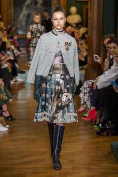 Erdem at London Fashion Week Fall 2019 - Runway Photos Fashion Now, Fashion Over 50, Fashion Week, Fashion 2020, Diy Fashion, Runway Fashion, Fashion Brands, Ideias Fashion, Autumn Fashion