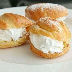 If you're looking for a new creative holiday dessert, try mixing two favorites: cream puffs and eggnog. Russian Cakes, Russian Desserts, Russian Recipes, Dessert Bars, Dessert Recipes, Cream Puff Recipe, Homemade Frappuccino, Gula, Profiteroles