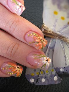 Manicure beautiful spring flowers