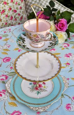 Vintage mismatched china teacup top 3 tier cake stand