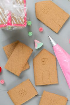 Tips for Creating a DIY Gingerbread House Station for the kids.