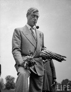 Stijlvolle hertog met pijp én asperges