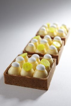"Limon pie - Tarta limon By ""Cyril Lignac"" Paris French Desserts, Just Desserts, Delicious Desserts, French Patisserie, Beautiful Desserts, French Pastries, Mini Cakes, Plated Desserts, Sweet Recipes"
