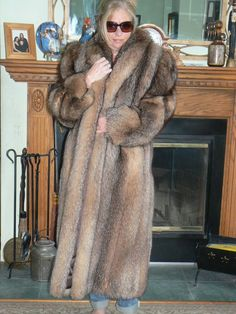 This is a beautiful, full-length, genuine golden Beaver coat from Canada. Big And Beautiful, Gorgeous Women, Fox Fur Coat, Fur Coats, Fabulous Furs, Fur Fashion, Vest Jacket, Night Gown, Mantel