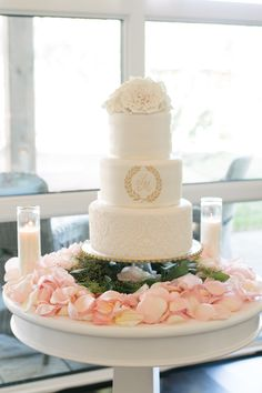 Wedding cake with laurel wreath Laurel Wreath, Wedding Cakes, Table Decorations, Desserts, Food, Weddings, Face Off, Fruit Arrangements, Wedding Gown Cakes