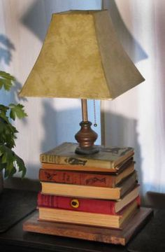Book lamp - 10 Great Ways To Repurpose Old Books Farmhouse Light Fixtures, Farmhouse Lighting, Home Design, Book Furniture, Old Book Crafts, Book Lamp, Recycled Books, Rustic Lamps, Bedroom Lamps