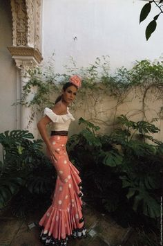 Can we bring the flamenco look back Flamenco Costume, Flamenco Dancers, Fashion Models, Fashion Outfits, Womens Fashion, Ibiza Outfits, Dance Dresses, Summer Dresses, Spanish Dress
