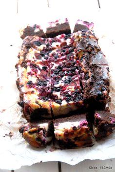 Brownie de chocolate, queso y frutos rojos