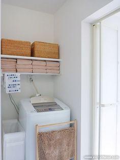 洗濯機上の棚は、タオルがぴったり収まるように取り付けました。