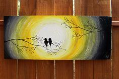 Gris et jaune : Love Birds dans le lever/coucher du soleil sur une branche d